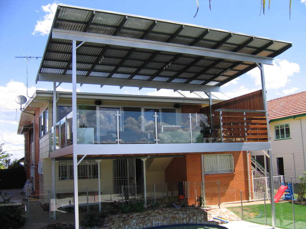 Advantages and Disadvantage of Glass Balustrades for Decks